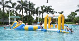 Durable PVC Tarpaulin Fabric Inflatable Water Park For Pool Or Lake